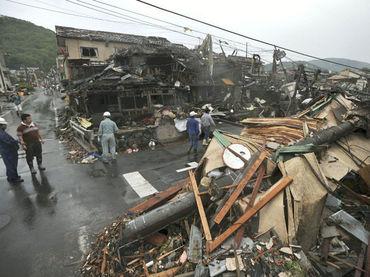 Tornado hiere a decenas cerca de Tokio.