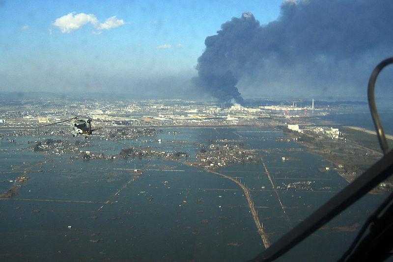 Archivo:SH-60B helicopter flies over Sendai.jpg