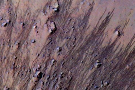 Regueros localizados en la superficie de Marte.|NASA